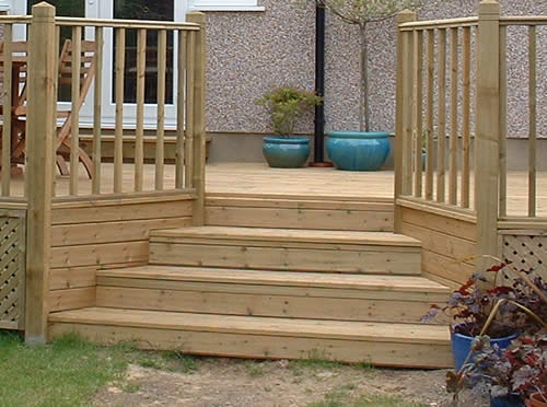 Decking features for a special finish for Garden decking features